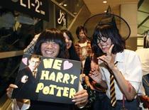"""<p>Fãs de Harry Potter em trajes do personagem na estreia de """"Harry Potter e o Enigma do Príncipe"""" em Tóquio. 06/07/2009. REUTERS/Kim Kyung-Hoon</p>"""