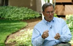 <p>O presidente-executivo do Google, Eric Schmidt, afirmou que conversará com a Apple sobre como seu papel no conselho daquela empresa pode mudar após a iniciativa do Google de lançar um novo sistema operacional. REUTERS/Rick Wilking</p>