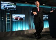 <p>A General Motors e suas concessionárias irão testar uma parceria com o site de leilões eBay na Califórnia, que permitirá que consumidores façam ofertas por novos veículos ou os comprem por um preço pré-determinado na Internet, informou a montadora nesta sexta-feira. REUTERS/Rebecca Cook</p>