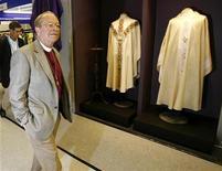<p>Il vescovo anglicano Gene Robinson. REUTERS/Andrew Winning (BRITAIN)</p>