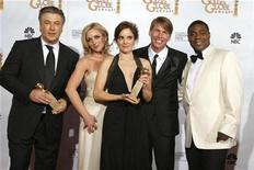 "<p>Cast of ""30 Rock"" (L-R) Alec Baldwin, Jane Krakowski, Tina Fey, Jack McBrayer and Tracy Morgan pose backstage after their show won the Best Television Series - Musical Or Comedy award at the 66th annual Golden Globe awards in Beverly Hills, California January 11, 2009. REUTERS/Lucy Nicholson</p>"