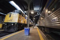 <p>A Via Rail train waits to leave the station at Union Station in Toronto July 16, 2009. REUTERS/Mark Blinch</p>