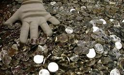 <p>Serie di monete da un euro in Austria. REUTERS/Leonhard Foeger (AUSTRIA BUSINESS)</p>
