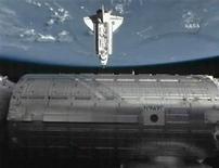 <p>Foto da Endeavour ao se aproximar da Estação Espacial Internacional. REUTERS/NASA TV</p>