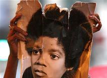 """<p>""""We are the World"""" volta às paradas após homenagem a Jackson. REUTERS/Lucas Jackson</p>"""