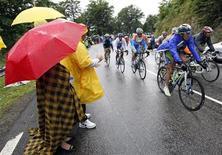 <p>Spettatori al Tour de France. REUTERS/Eric Gaillard (FRANCE SPORT CYCLING)</p>
