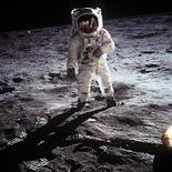 "<p>Астронавт Эдвин ""Базз"" Олдрин на поверхности Луны 20 июля 1969 года. REUTERS/Neil Armstrong-NASA/Handout</p>"