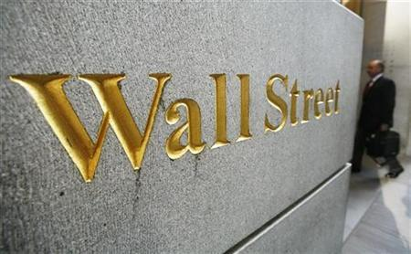 A man walks into an office building near the New York Stock Exchange September 30, 2008. REUTERS/Lucas Jackson