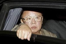 <p>Глава Северной Кореи Ким Чен Ир выглядИталия заблокировала продажу двух роскошных яхт в Северную Корею, возможно, предназначавшихся лидеру страны Ким Чен Иру, так как это могло нарушить международные санкции, сообщила в четверг газета Financial Times. REUTERS/ITAR-TASS/KREMLIN PRESS SERVICE</p>