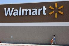 <p>O varejista norte-americano Wal-Mart expandiu em 40 por cento sua seleção de laptops e adotará políticas de preço agressivas para os computadores e acessórios que os acompanham, com o objetivo de tentar conquistar vendas nos Estados Unidos junto aos frugais consumidores da temporada de volta às aulas.</p>