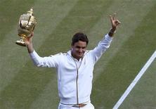 <p>As filhas do tenista suíço Roger Federer, número um do mundo, têm menos de 48 horas de vida, mas nesta sexta-feira já estavam envolvidas em apostas sobre a possibilidade que têm de conquistar Wimbledon. REUTERS/Julian Finney/Pool (BRITAIN SPORT TENNIS)</p>