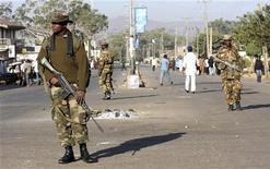 <p>Nigerian soldiers patrol the city of Jos November 30, 2008. REUTERS/Akintunde Akinleye</p>