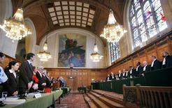 <p>Заседание Международного суда ООН в Гааге 8 июня 2007 года. Международный суд ООН 1 декабря начнет слушания по делу о законности отделения Косова от Сербии после того, как в феврале 2008 года этнические албанцы объявили о независимости края, сообщил суд в среду. REUTERS/Koen van Weel</p>