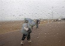 <p>Raindrops are seen on a beach shelter in Skegness, eastern England July 29, 2009. REUTERS/Darren Staples</p>