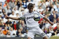 <p>Klaas-Jan Huntelaar in una delle sue 20 presenze al Real Madrid. REUTERS/Juan Medina</p>