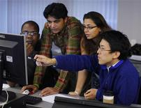 <p>MIT Sloan Fellows participate in a simulated stock market during classes at the Massachusetts Institute of Technology Sloan School of Management in Cambridge, Massachusetts July 23, 2009. REUTERS/Brian Snyder</p>