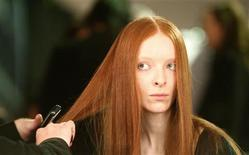 <p>Model has make-up applied before Jaeger's Autumn/Winter 2008 show at London Fashion Week February 10, 2008. REUTERS/Alessia Pierdomenico</p>