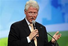 <p>Бывший президент США Билл Клинтон выступает на Национальном саммите чистой энергии в Лас-Вегасе 10 августа 2009 года. REUTERS/Las Vegas Sun/Steve Marcus</p>