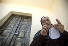 "<p>Palestinian Ruqaya Barghouthi makes a Jewish skullcap, known in Hebrew as a ""kippah"", in the West Bank village of Deir Abu Meshal near Ramallah August 12, 2009. REUTERS/Fadi Arouri</p>"