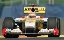 <p>Foto de arquivo do piloto espanhol Fernando Alonso, da equipe Renault, durante treinos para GP da Europa. A Renault estuda usar o Kers no GP da Itália, em Monza.REUTERS/Dani Cardona</p>
