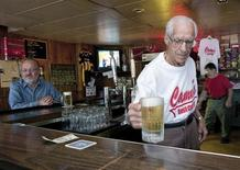 <p>Pittsburgh bartender Angelo Cammarata serves beer at Cammarata's Cafe in Pittsburgh's West View section, August 31, 2009. REUTERS/John Altdorfer</p>