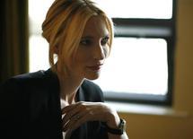 <p>Cate Blanchett posa para retrato em Beverly Hills. A atriz foi ferida na cabeça com um rádio durante a apresentação de um espetáculo nesta quarta-feira, obrigando a interrupção do evento. A companhia teatral, porém, afirmou que a peça teatral será retomada.07/12/2008.REUTERS/Mario Anzuoni</p>