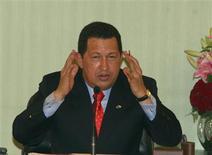 """<p>El presidente de Venezuela, Hugo Chávez, durante una conferencia de prensa con su par sirio, Basha al-Assad, en el palacio presidencial de Damasco, 3 sep 2009. Chávez criticó el jueves como """"estúpida"""" la marcha mundial en su contra, convocada por un grupo de colombianos en varios países para protestar su controvertida política exterior. REUTERS/Khaled al-Hariri</p>"""