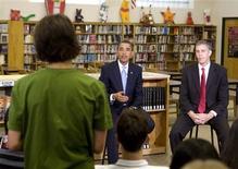 <p>Lors d'une séance de questions-réponses avec un groupe de lycéens âgés de 14 et 15 ans, Barack Obama a prévenu mardi les jeunes Américains des dangers des sites sociaux, rappelant que les informations sur leur vie privée pourraient revenir les hanter quelques années plus tard. /Photo prise le 8 septembre 2009/REUTERS/Larry Downing</p>
