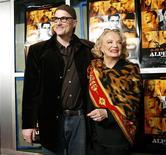 """<p>O diretor Nick Cassavetes (com sua mãe e atriz Gena Rowlands) lança """"Prova de amor"""" REUTERS/Mario Anzuoni</p>"""