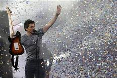 <p>Colombian singer Juanes performs during the 50th International Song Festival in Vina Del Mar city, about 75 miles (120 km) northwest of Santiago February 24, 2009. REUTERS/Eliseo Fernandez</p>