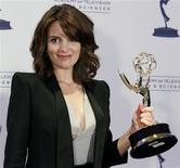 """<p>Actress Tina Fey poses with her Emmy award for Outstanding Guest Actress in a Comedy Series for her portrayal of Governor Sarah Palin on """"Saturday Night Live"""" at the Primetime Creative Arts Emmy Awards in Los Angeles, September 12, 2009. REUTERS/Danny Moloshok</p>"""
