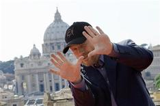 "<p>U.S. director Ron Howard gestures as he poses during a photocall for his new movie ""Angels & Demons"" at Castel Sant'Angelo in Rome May 3, 2009. REUTERS/Tony Gentile</p>"