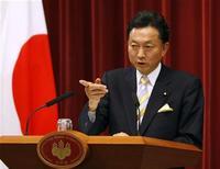 <p>Новый премьер-министр Японии Юкио Хатояма на своей первой пресс-конференции в качестве главы кабинета в Токио 16 сентября 2009 года. Парламент Японии в среду проголосовал за избрание Юкио Хатоямы на пост премьер-министра, приведя к власти новое правительство, обещающее радикальные изменения в политике и экономике страны. REUTERS/Toru Hanai</p>