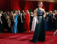 """<p>British actress Kate Winslet, best actress nominee for """"The Reader,"""" poses for photographers at the 81st Academy Awards in Hollywood, California February 22, 2009. REUTERS/Jason Reed</p>"""