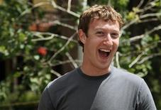 <p>Mark Zuckerberg, presidente do Facebook, sorri durante encontro de mídia em Sun Valley, EUA. O Facebook está faturando o suficiente para cobrir seus custos e agora tem 300 milhões de usuários, anunciou o maior serviço mundial de redes sociais, provando que a mais nova estrela da Internet pode se tornar viável como negócio.</p>