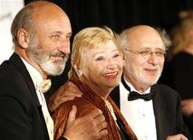 <p>Honorees Paul Stookey, Mary Travers and Peter Yarrow of Peter, Paul and Mary arrive at the 2006 Songwriters Hall of Fame induction ceremony at the Marriott Marquis Hotel in New York June 15, 2006. REUTERS/Eric Thayer</p>