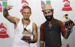 """<p>Members of the group Calle 13, Residente (L) and Visitante, accept the Grammy awards for Best Urban Song for """"Pal Norte"""" and Best Urban Music album for """"Residente O Visitante"""" at the 8th annual Latin Grammy Awards in Las Vegas, November 8, 2007. REUTERS/Mario Anzuoni</p>"""