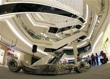 <p>Installation by Indonesian sculptor Pintor Sirait is seen at a shopping mall in Singapore, September 18, 2009. REUTERS/Pablo Sanchez</p>