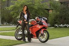 """<p>Imagen publicitaria de la actriz Megan Fox en la película """"Transformers: Revenge of the Fallen"""". El traje motociclista de cuero negro de Megan Fox, un robot de 5 metros de alto y más de 100 utilerías, disfraces y partes de escenario de la franquiciacinematográfica """"Transformers"""", irán a remate el próximo mes cerca de Los Angeles. REUTERS/Dreamworks Pictures/Handout</p>"""