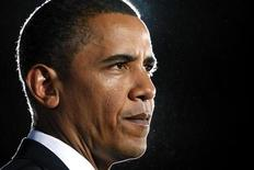 <p>Президент США Барак Обама выступает в колледже города Троя в штате Нью-Йорк 21 сентября 2009 года. Президент США Барак Обама отложил решение о направлении дополнительных войск в Афганистан из-за сомнений в законности выборов и правительства страны, и обдумывает другие возможности, сообщили представители администрации. REUTERS/Kevin Lamarque</p>