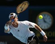 <p>Российский теннисист Евгений Королев в матче Открытого чемпионата Австралии против Роджера Федерера в Мельбурне 21 января 2009 года. Россиянин Евгений Королев вышел в 1/4 финала теннисного турнира Metz Open, проходящего во Франции. REUTERS/Tim Wimborne</p>