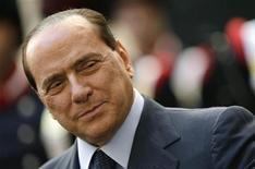 <p>Премьер-министр Италии Сильвио Берлускони на встрече с президентом Палестинской автономии в Риме 7 октября 2009 года. Италия ожидает решения суда о том, соответствует ли Конституции закон о судебной неприкосновенности премьер-министра страны Сильвио Берлускони. REUTERS/Tony Gentile</p>