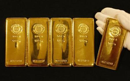 Gold bars are displayed during a photo opportunity at the Ginza Tanaka store in Tokyo September 7, 2009. REUTERS/Yuriko Nakao