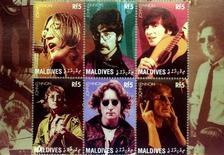 <p>Шесть памятных марок с изображением английского певца Джона Леннона. 9 октября 1940 родился Джон Леннон, гитарист и вокалист группы The Beatles. EUTERS/Mark Cardwell</p>