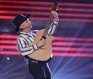 <p>Singer Garth Brooks performs at the 43rd Annual Academy of Country Music Awards show in Las Vegas, May 18, 2008. REUTERS/Steve Marcus</p>