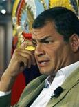 <p>Foto de arquivo do presidente do Equador, Rafael Correa. Ele pediu neste sábado a pena de morte para o árbitro brasileiro Salvio Spinola Fagundes Filho, que apitou a partida das eliminatórias sul-americanas para a Copa do Mundo em que a seleção equatoriana perdeu por 2 x 1 para o Uruguai este mês. REUTERS/Guillermo Granja</p>