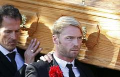 <p>Boyzone band member Ronan Keating carries the coffin of Stephen Gately after his funeral at St Laurence O'Toole Church in Dublin, Ireland, October 17, 2009. REUTERS/Cathal McNaughton</p>
