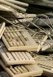 <p>Selon le cabinet d'études Gartner, 2009 sera la pire année pour l'industrie informatique, dont les dépenses ne renoueront pas avant 2012 avec leur niveau de 2008. /Photo d'archives/REUTERS/Régis Duvignau</p>