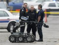<p>Police prepare a robot outside the Worker's Compensation Building where a gunman is holding hostages in Edmonton, October 21, 2009. REUTERS/Dan Riedlhuber</p>
