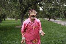 <p>Ma Junqiu, a 86-year-old folk artist, performs during a morning exercise session at the Temple of Heaven park in Beijing October 16, 2009. China has over 140 million people over the age of 60. Many lost out on an education, thanks to the Cultural Revolution, and have retired early as state-owned factories went bust or to help care for grandchildren. About 54 million engage in some sort of physical activity to enliven their golden years. Picture taken October 16, 2009. REUTERS/Grace Liang</p>